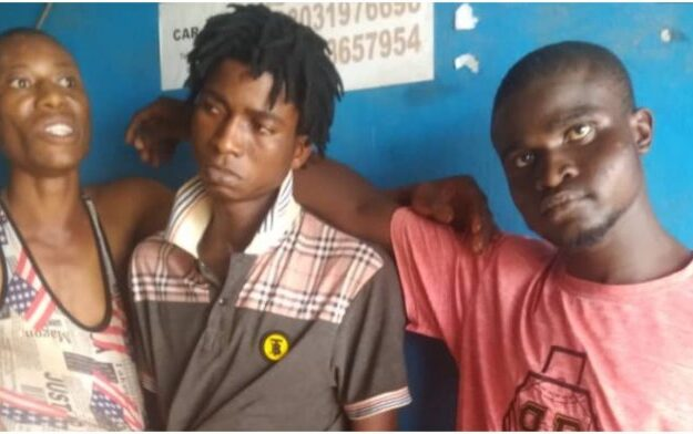 3 beat 22 yr-old to death for stealing iPhone